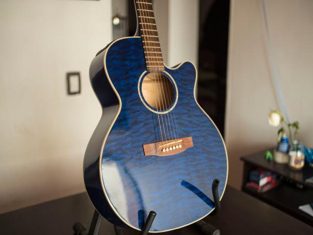 Guitarra Takamine Electroacústica EG440C STBQ - 6 CUERDAS