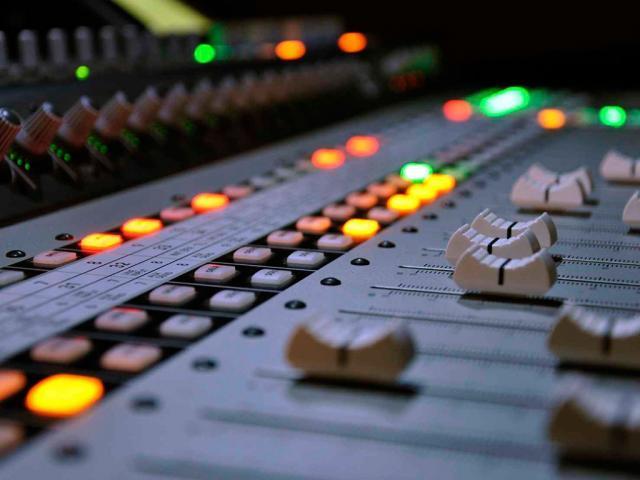 Postproducción, mezcla y edición de audio