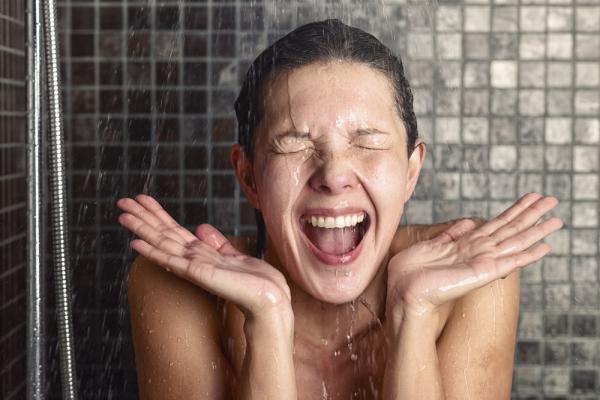 Bañarse con Agua Fría Vs Bañarse con Agua Caliente